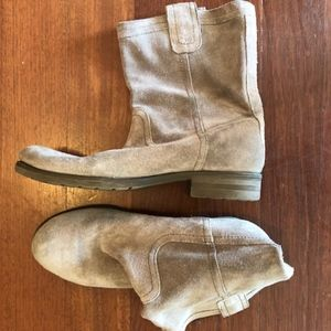 Suede low boots
